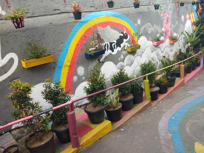 Salah satu mural pembuka yang berada di Kampung Cibunut Jalan Sunda, RW 07, Kelurahan Kebon Pisang, Kecamatan Sumur Bandung, Kota Bandung. Kampung ini telah diresmikan oleh Wali Kota Bandung, Ridwan Kamil, Senin (27/11/2017). (Neng Nurjanah/Jurnalposmedia)