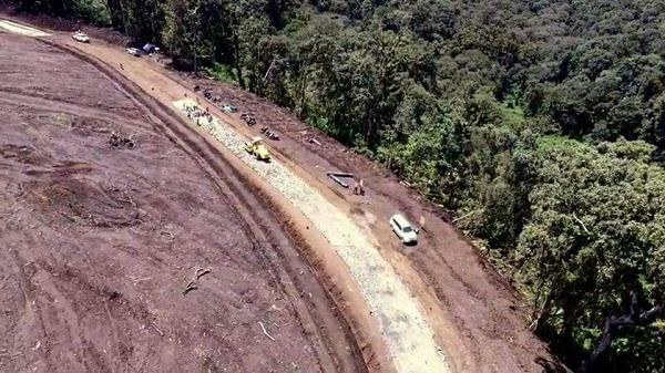 Sebagian kawasan hutan lindung Gunung Slamet yang akan dijadikan PLTPB (Pembangkit Listrik Tenaga Panas Bumi) terlihat gundul, Kamis (12/10/2017). Kegiatan pembangunan ini banyak dikecam oleh warga dan mahasiswa karena menimbulkan dampak kerusakan ekosistem. (Wahyu Kurniasih/Kontributor)